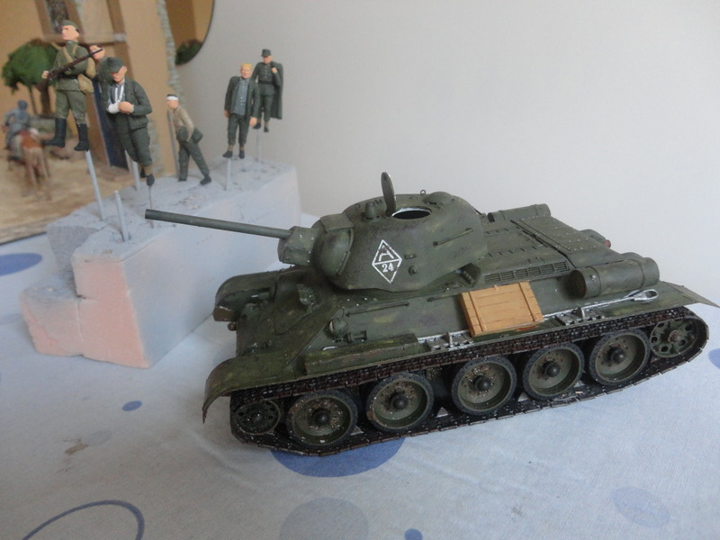 "Russian T34/76 Tank ""ChTZ"" Version 1943 Production (tamiya 1/35) DSC01648_zpsv2odxxtc"