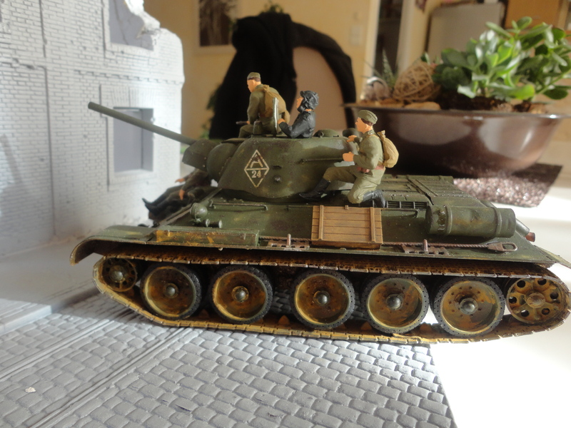 "Russian T34/76 Tank ""ChTZ"" Version 1943 Production (tamiya 1/35) DSC01657_zpsms8lttmk"