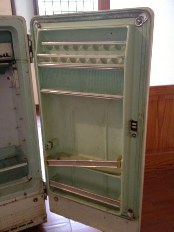 Restauro frigorifero anni 50... IMG_1018_zps184592ec