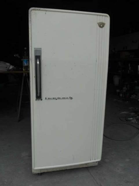 Restauro frigorifero anni 50...