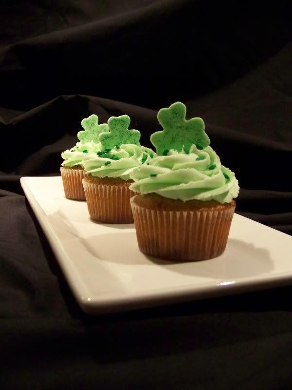 Happy St Patrick's Day - Page 4 Stpatcupcake