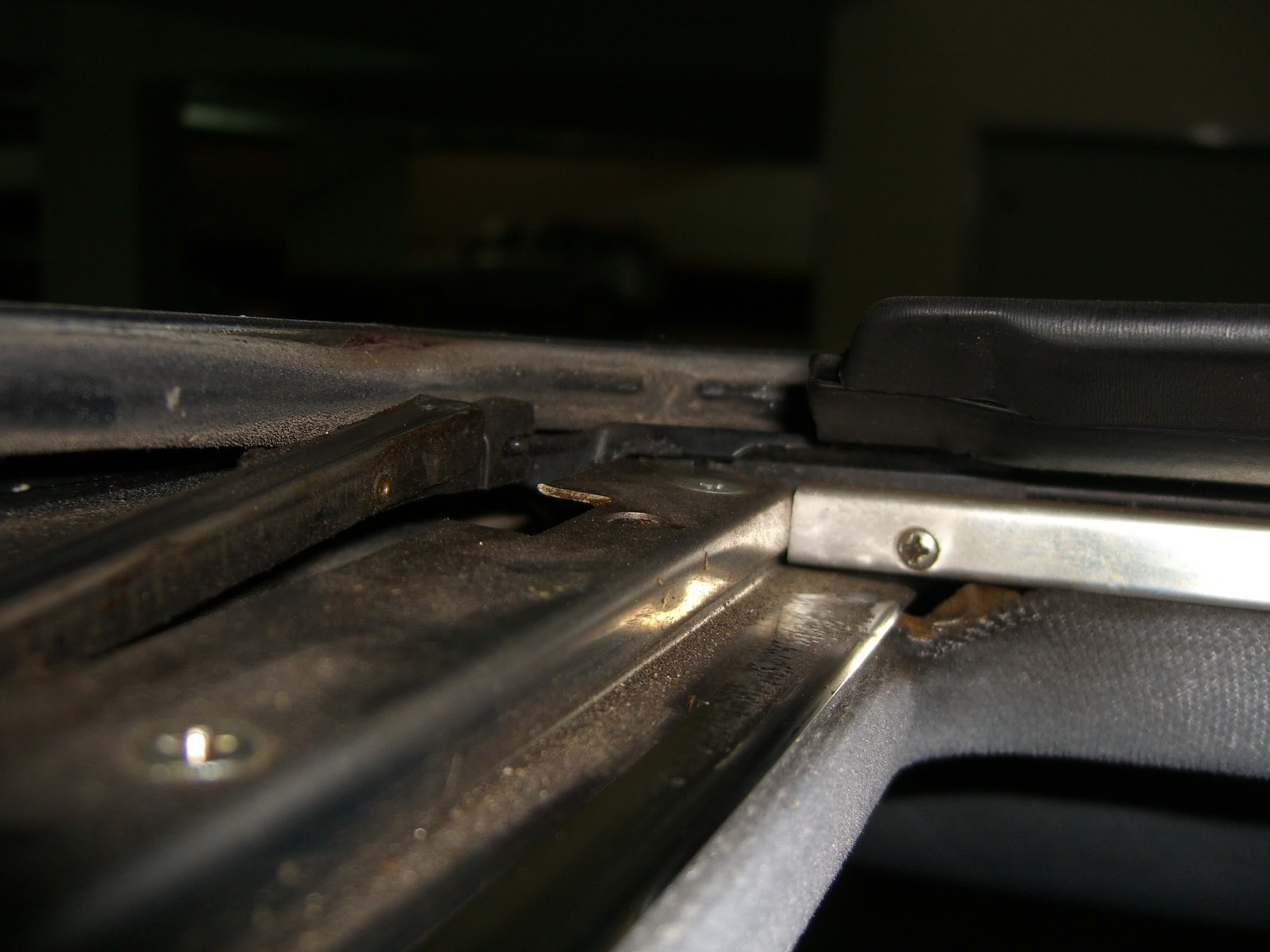 (W163): Defletor de ar do teto solar - como reparar? CIMG4540