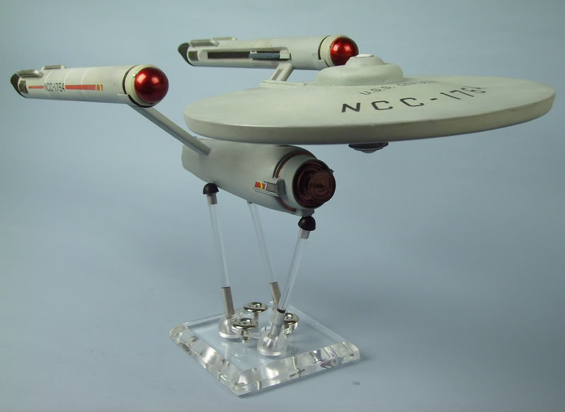 """maquette ncc-1701 18"""" Defiantsursocle"""