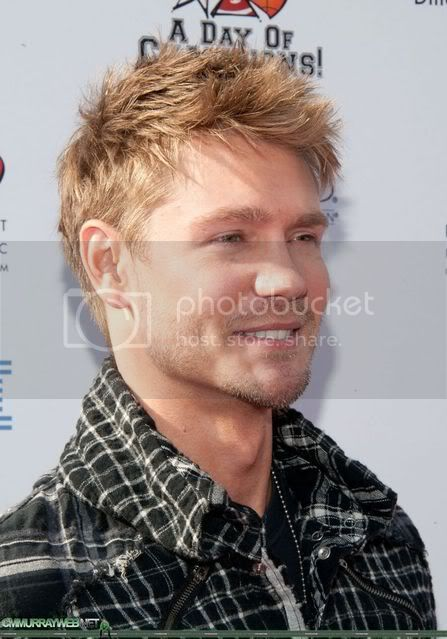 Fotos, vídeos do Chad Michael Murray - Lucas Scott - Página 5 Normal_bogartdayofchamps2011002