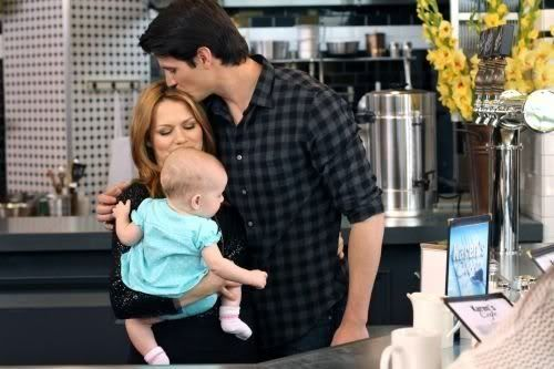 NOVIDADES SOBRE 8ª Temporada - Spoilers - Página 9 One_Tree_Hill_Season_8_Episode_22_This_Is_My_House_This_Is_My_Home_10-462_595