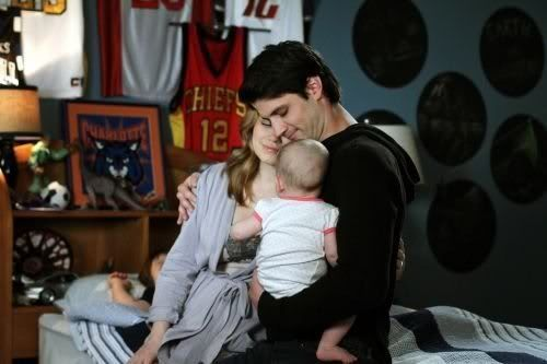 NOVIDADES SOBRE 8ª Temporada - Spoilers - Página 9 One_Tree_Hill_Season_8_Episode_22_This_Is_My_House_This_Is_My_Home_11-463_595