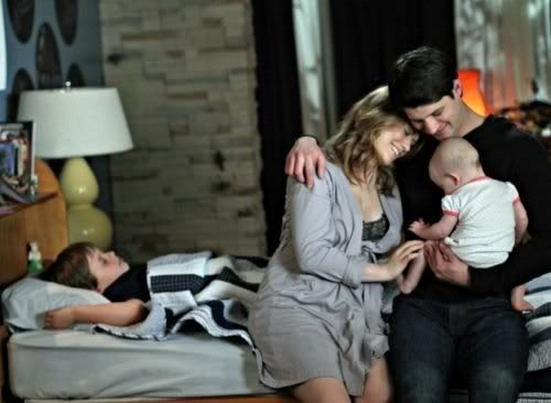 NOVIDADES SOBRE 8ª Temporada - Spoilers - Página 9 One_Tree_Hill_Season_8_Episode_22_This_Is_My_House_This_Is_My_Home_2-453_595