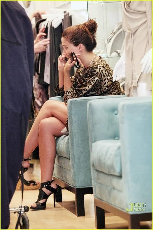 Fotos, Vídeos e Aparições Públicas - Sophia Bush (Brooke Davis) - Página 5 Sophia-bush-peek-a-boo-12