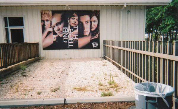 Fotos e Vídeos do Elenco de One Tree Hill nos Sets de Filmagem L_818a09310d54e4300afbd19f59118b4a