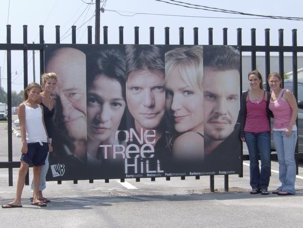 Fotos e Vídeos do Elenco de One Tree Hill nos Sets de Filmagem L_dc81b47581d7ba9c123fbcb6b240d582