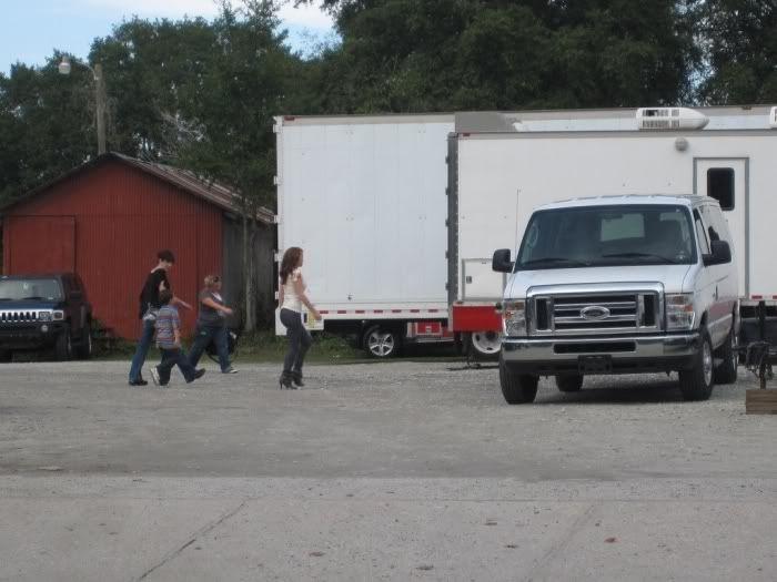 Fotos e Vídeos do Elenco de One Tree Hill nos Sets de Filmagem Normal_005-11