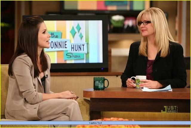 Fotos, Vídeos e Aparições Públicas - Sophia Bush (Brooke Davis) - Página 4 Sophia-bush-austin-nichols-hold-han