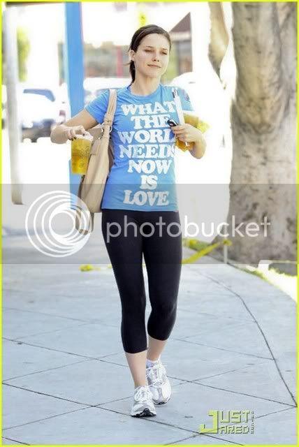 Fotos, Vídeos e Aparições Públicas - Sophia Bush (Brooke Davis) - Página 2 Sophia-bush-world-needs-love-01
