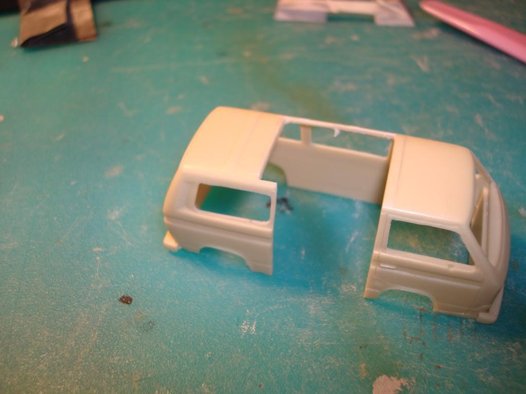 VW Transporter της PJ Production στην 1/72, μετατροπή σε ασθενοφόρο. DSC04736_zpsf24c40e0