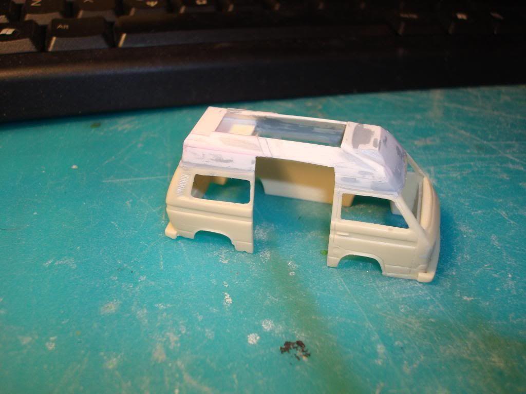 VW Transporter της PJ Production στην 1/72, μετατροπή σε ασθενοφόρο. DSC04738_zps55994e43