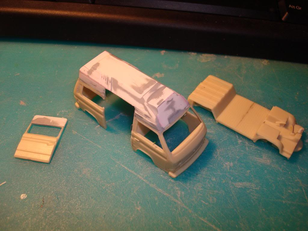 VW Transporter της PJ Production στην 1/72, μετατροπή σε ασθενοφόρο. DSC04755_zps6c3e92f0