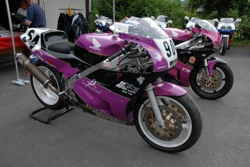 Honda RC 30 - Page 3 Yuu75675