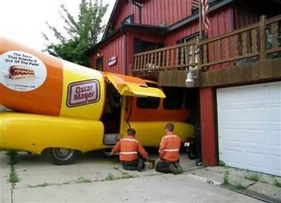 ODD NEWS FROM AROUND THE WORLD.... - Page 2 Wienermobile_wreck_wirac101