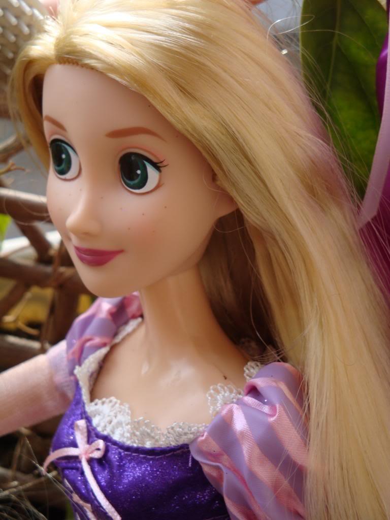 Disney Princesses Singing Dolls - Page 2 DSC04413