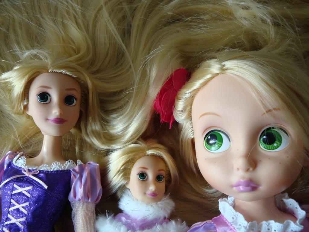 Disney Princesses Singing Dolls - Page 2 DSC04444