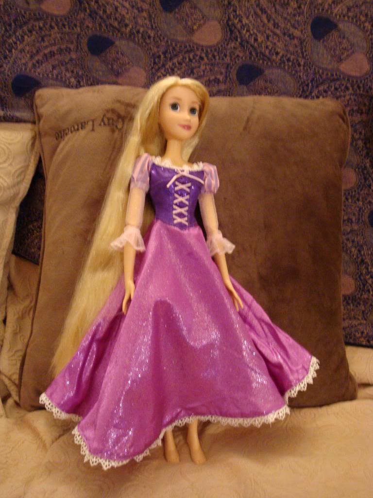 Disney Princesses Singing Dolls - Page 2 DSC04458