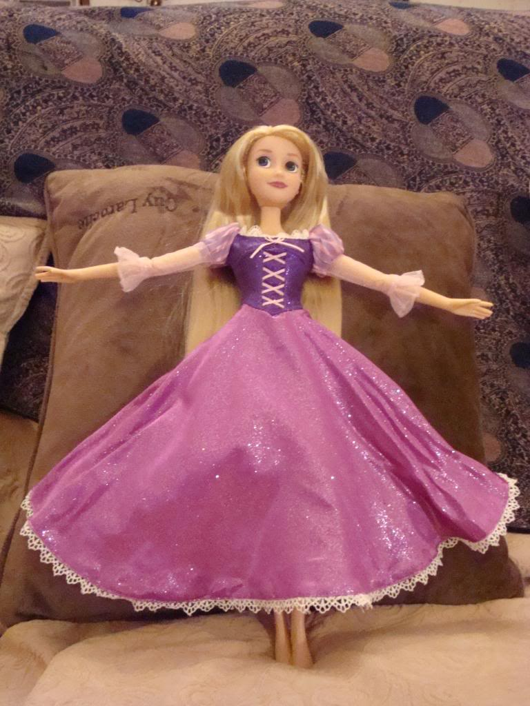 Disney Princesses Singing Dolls - Page 2 DSC04463
