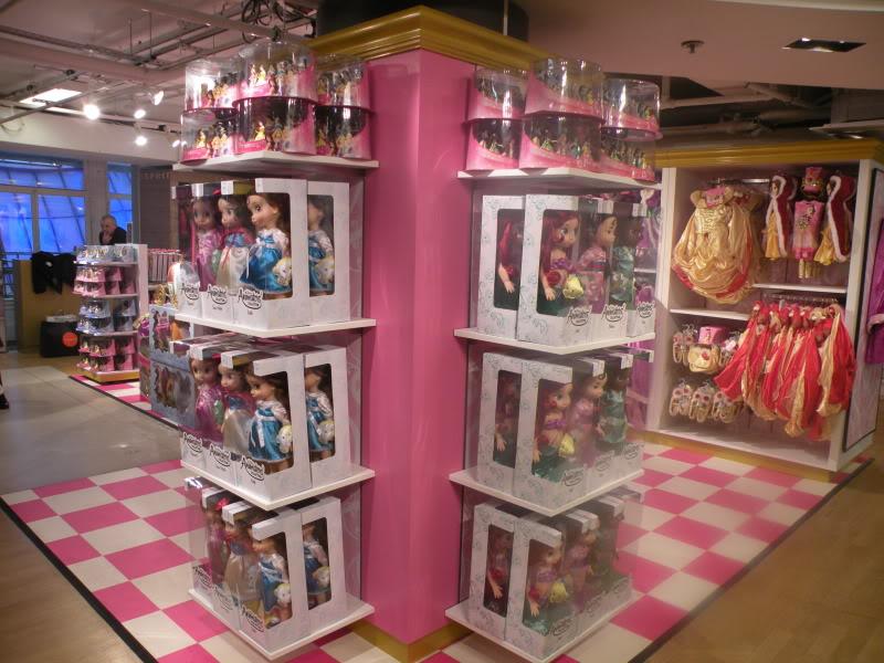 Disney pop up store aux galeries lafayette (du 5/11/2012 au 5/01/2013 ) - Page 2 DSCN1264