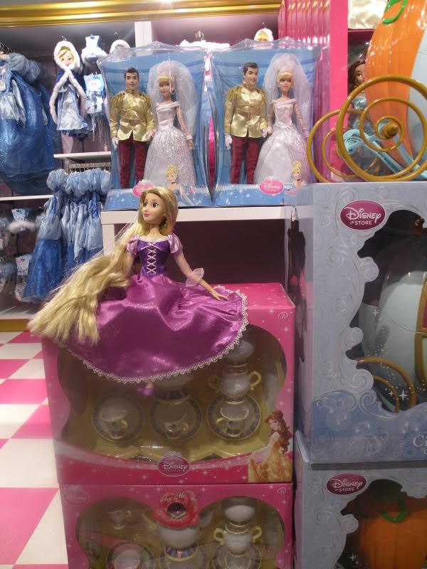 Disney pop up store aux galeries lafayette (du 5/11/2012 au 5/01/2013 ) - Page 2 DSCN1266