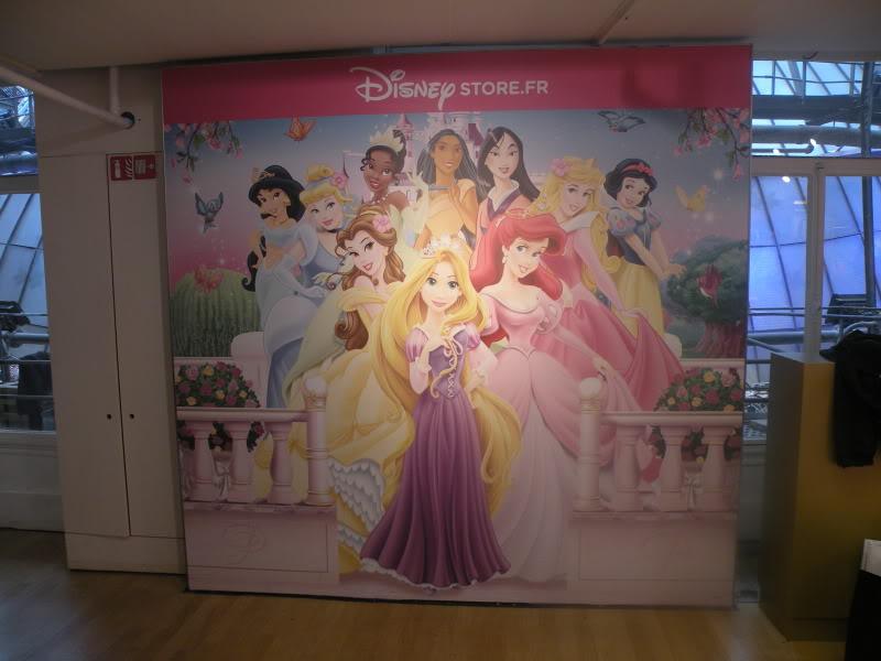 Disney pop up store aux galeries lafayette (du 5/11/2012 au 5/01/2013 ) - Page 2 DSCN1269