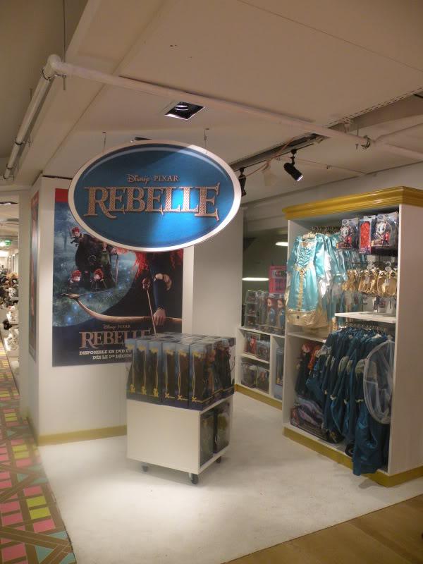 Disney pop up store aux galeries lafayette (du 5/11/2012 au 5/01/2013 ) - Page 2 DSCN1272