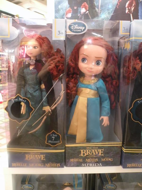 Disney pop up store aux galeries lafayette (du 5/11/2012 au 5/01/2013 ) - Page 2 DSCN1273