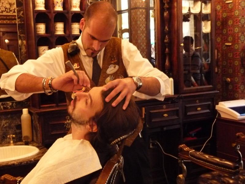 Dapper Dan's Hair Cuts - bientôt Liberty Barber Shop [Main Street, U.S.A. - 1992] - Page 8 P1330534