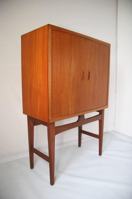 Teak Cocktail Cabinet . . . IMG_9189