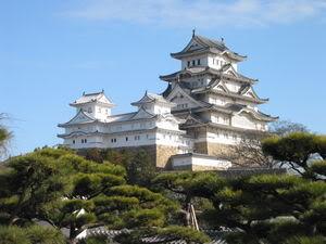[Du lịch] Di sản văn hoá UNESCO ở nhật 300px-Himeji_Castle_The_Keep_Towers