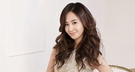 Yuri sorprende con un look natural en la universidad YuriUni00