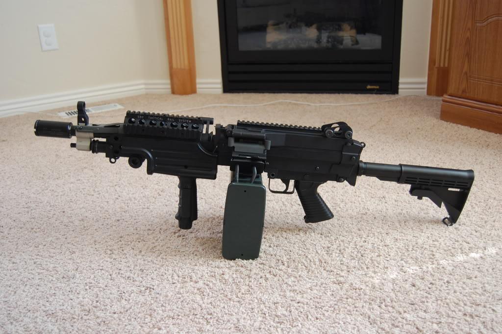 A&K M249 mods - Vert grip, M4 stock, RIS kit 56k bad DSC_4016