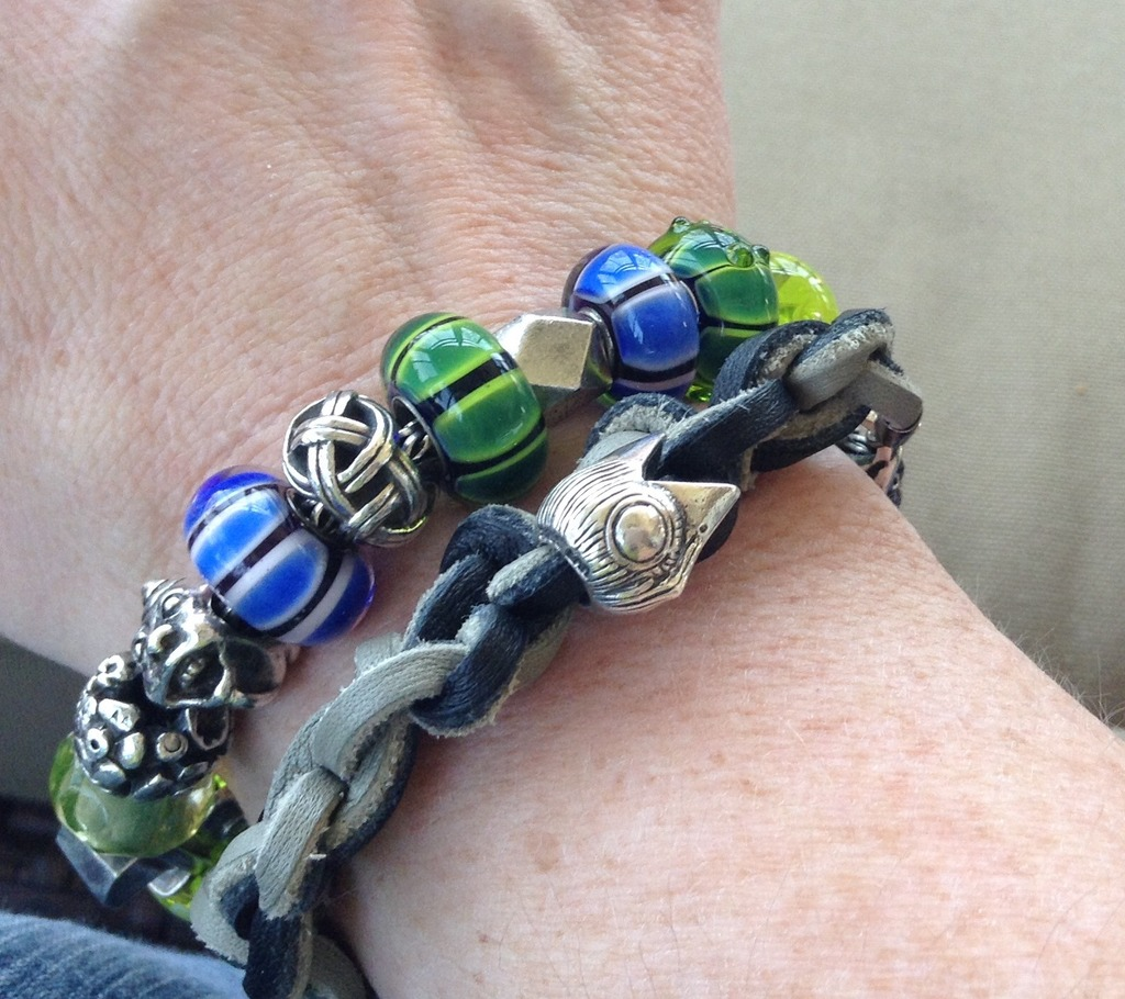 Variation in glass on the Anniversary bracelet?? 36049315-F57B-4555-B83B-ADE0DCE3C17B