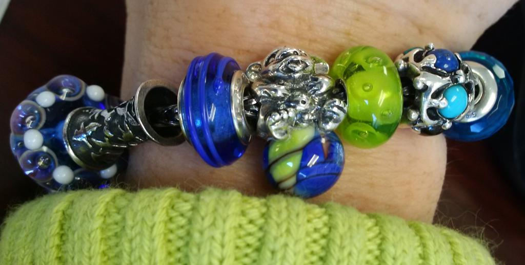 Bracelets with baby trolls - show me yours  IMG_20150218_120458