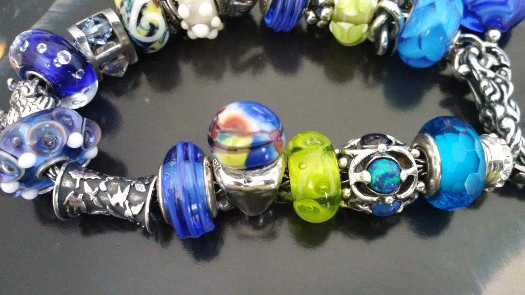 Bracelets with baby trolls - show me yours  IMG_20150218_122414