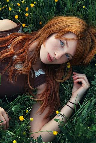 Freya Gatemberg - Puro sangue - Professora de História Beautiful-blue-eyes-grass-model-redhead-woman-Favimcom-40306