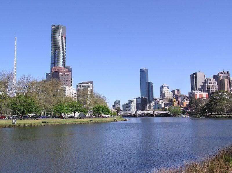 Neboderi 800px-Yarra_River_26_City_Skyline