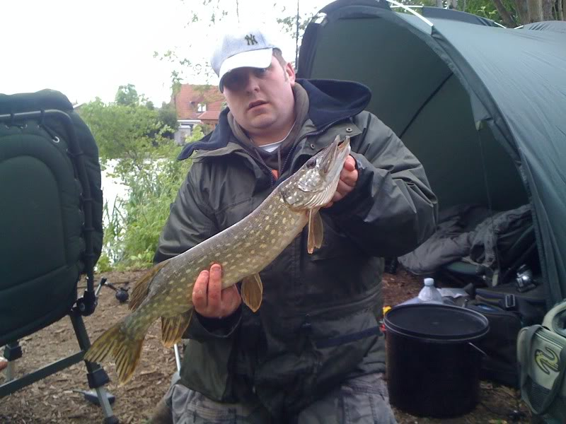48hr carp fishing but end up with a couple of pike :) Picture003-4