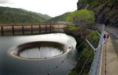 Los 7 Agujeros mas grandes del mundo Agua1