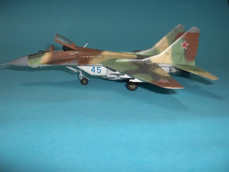 MIG-29 VVS HASEGAWA 1/72 HPIM3969