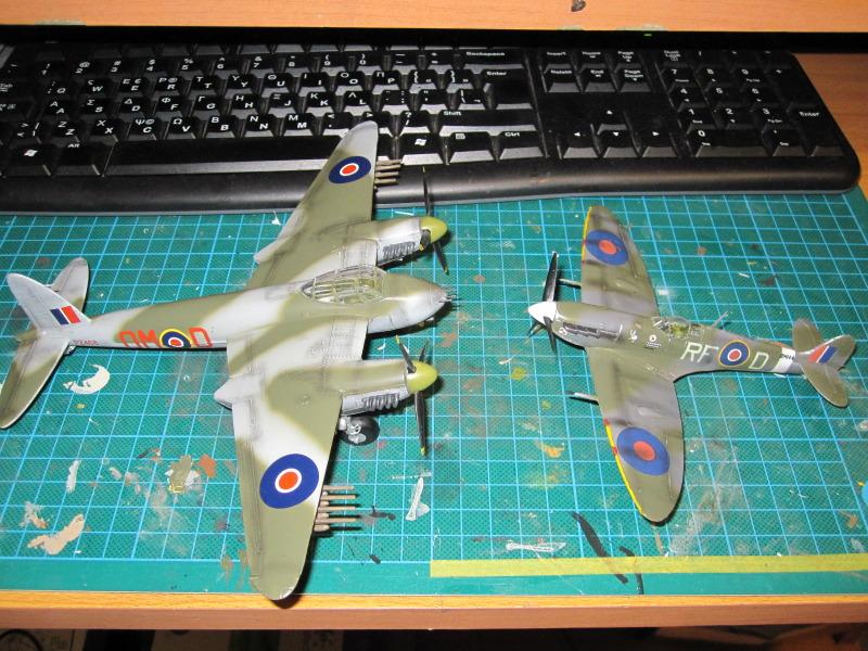 Airfix 1/72 de Havilland Mosquito MkXVIII+Spitfire MkVb IMG_0039-1