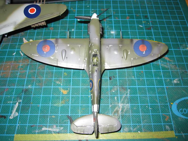 Airfix 1/72 de Havilland Mosquito MkXVIII+Spitfire MkVb IMG_0042-2