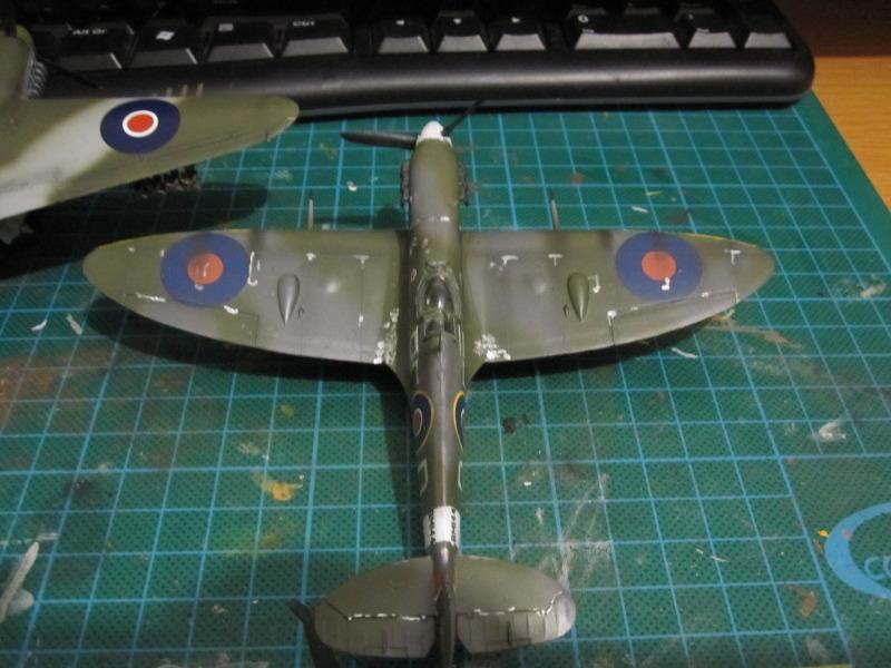 Airfix 1/72 de Havilland Mosquito MkXVIII+Spitfire MkVb IMG_0046