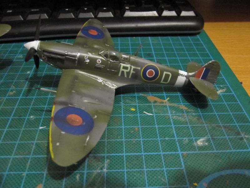Airfix 1/72 de Havilland Mosquito MkXVIII+Spitfire MkVb IMG_0047