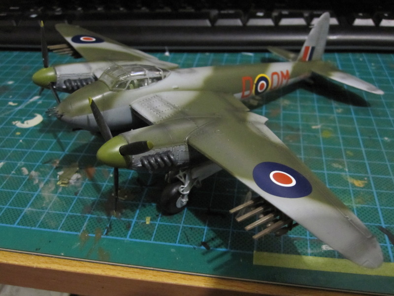 Airfix 1/72 de Havilland Mosquito MkXVIII+Spitfire MkVb IMG_0054