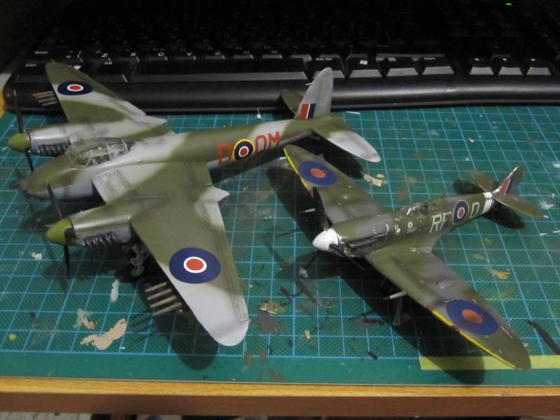 Airfix 1/72 de Havilland Mosquito MkXVIII+Spitfire MkVb IMG_0058
